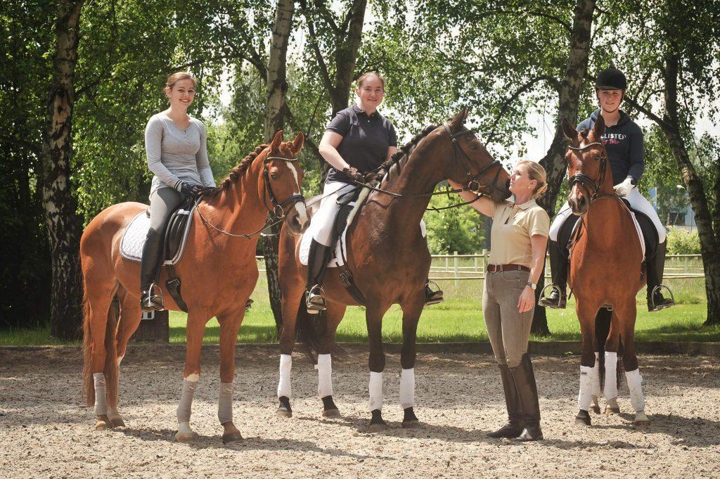 Dressurreiten erleben Unterricht Katja mit Schülern
